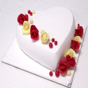 HEART SHAPED FANCY CAKE WITH WHITE CHOCOLATE